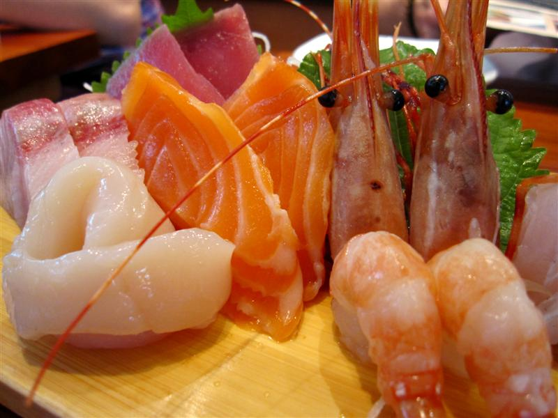 deluxe sashimi moriawase - salmon, tuna, yellow tail, sweet shrimp, sea bream and scallop