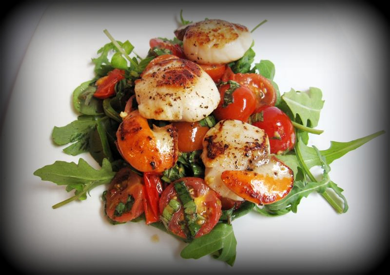 scallop tomato and basil salad